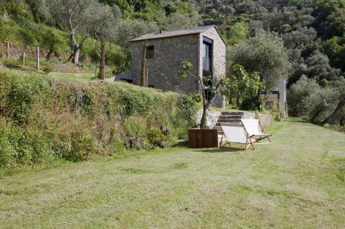 Farmhouse-Restoration-Riomaggiore-Italy-Garden.jpg